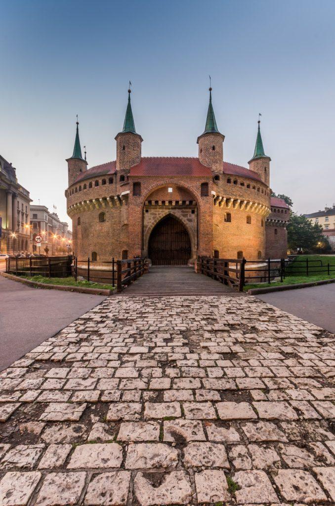 Barbicane médiévale dans la matinée, Cracovie, Pologne